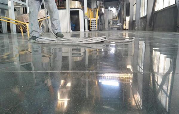 客聪-清洗地坪表面-去除多余材料