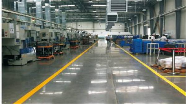 化工车间使用密封固化剂地坪可以解决溶剂型环氧地坪起壳脱落的问题